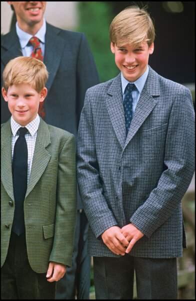 En 1995, Harry et William cote à cote font leur rentrée scolaire au collège d'Eton. Le cadet sur les traces de son aîné qu'il adore et admire.