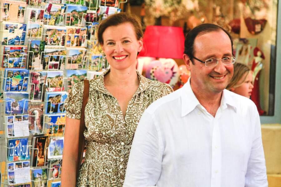 François Hollande et sa compagne Valérie Trierweiler passeront un été au Fort de Brégançon en 2012. Le couple est photographié ici tout sourire dans la commune de Bormes-les-Mimosas à leur arrivée.