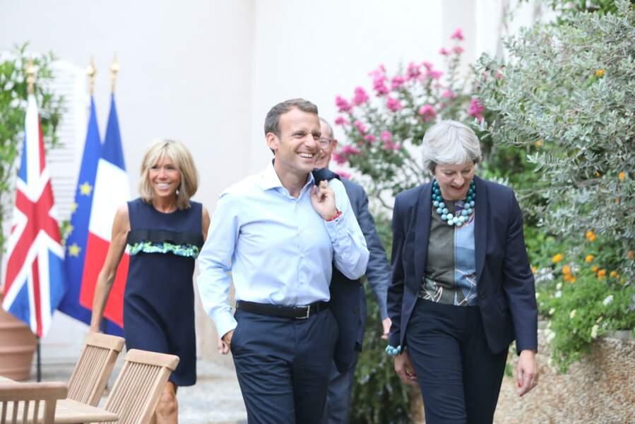 Outre ses virées sportives, Brigitte Macron est une hôte de marque qui sait accueillir avec chaleur au Fort de Brégançon les chefs d'Etat étrangers aux côtés de son mari. Theresa May et son mari faisaient ce soir là partie des invités.