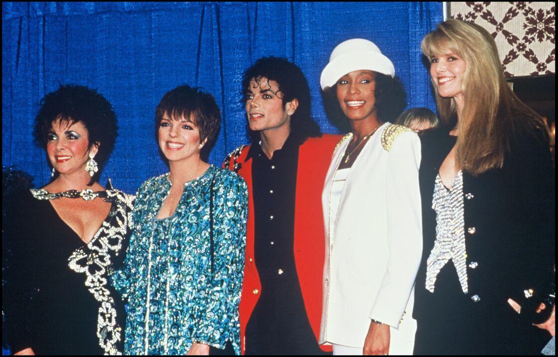 En 1988, Whitney Houston, 25 ans, a déjà tout d'une grande (ici aux côtés d'Elizabeth Taylor, Liza Minneli et Michael Jackson)