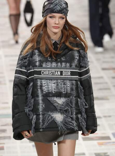 Le turban qui recouvre toute la tête chez Dior.