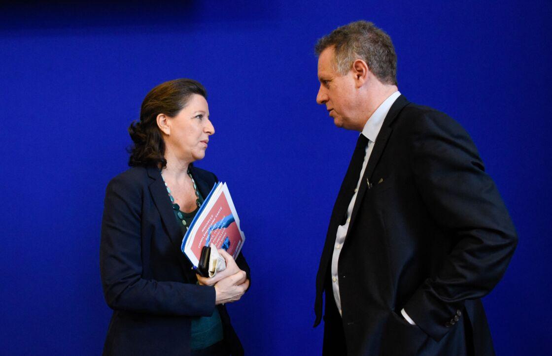 Agnès Buzyn et Nicolas Revel échangent lors d'une conférence de presse, en octobre 2019.