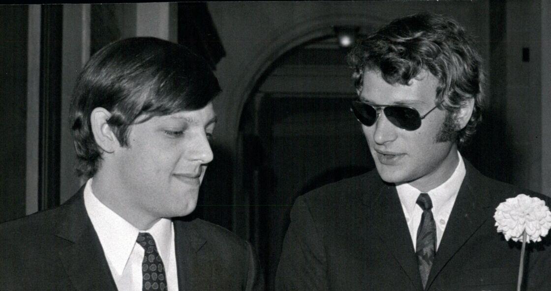 Eddie Vartan (le frère de Sylvie) et Johnny Hallyday, à Paris, le 7 juillet 1966.