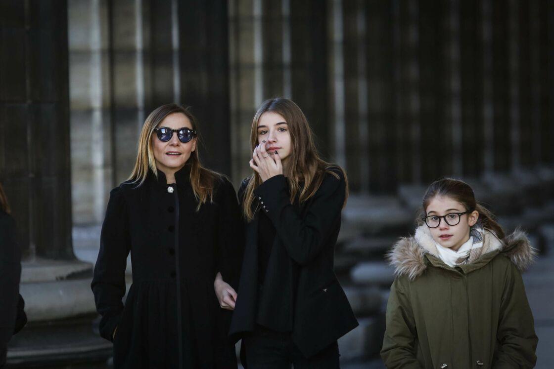 Clotilde Courau et ses filles Luisa de Savoie et Vittoria de Savoie aux funérailles de Johnny Hallyday à l'Eglise de la Madeleine, le 9 décembre 2017