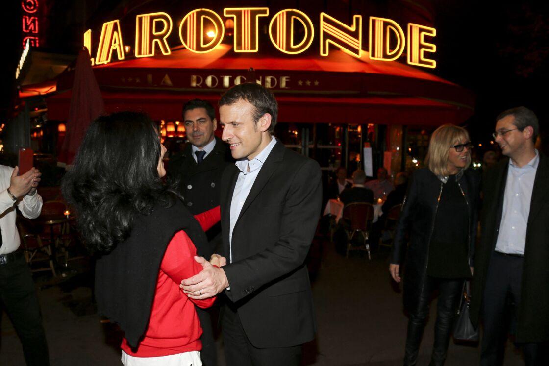 Emmanuel Macron et sa femme Brigitte au restaurant La Rotonde à Paris