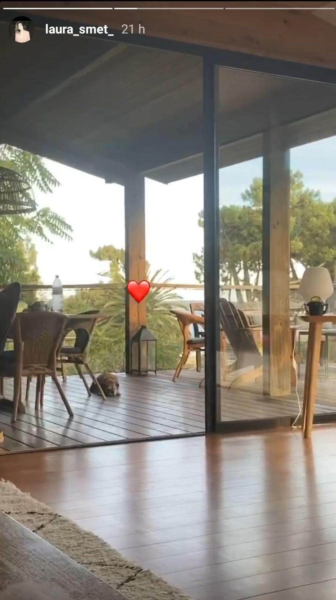 Laura est dans l'une des cabanes de son ami Philippe Bartherotte, au Cap Ferret, le 2 août 2020.