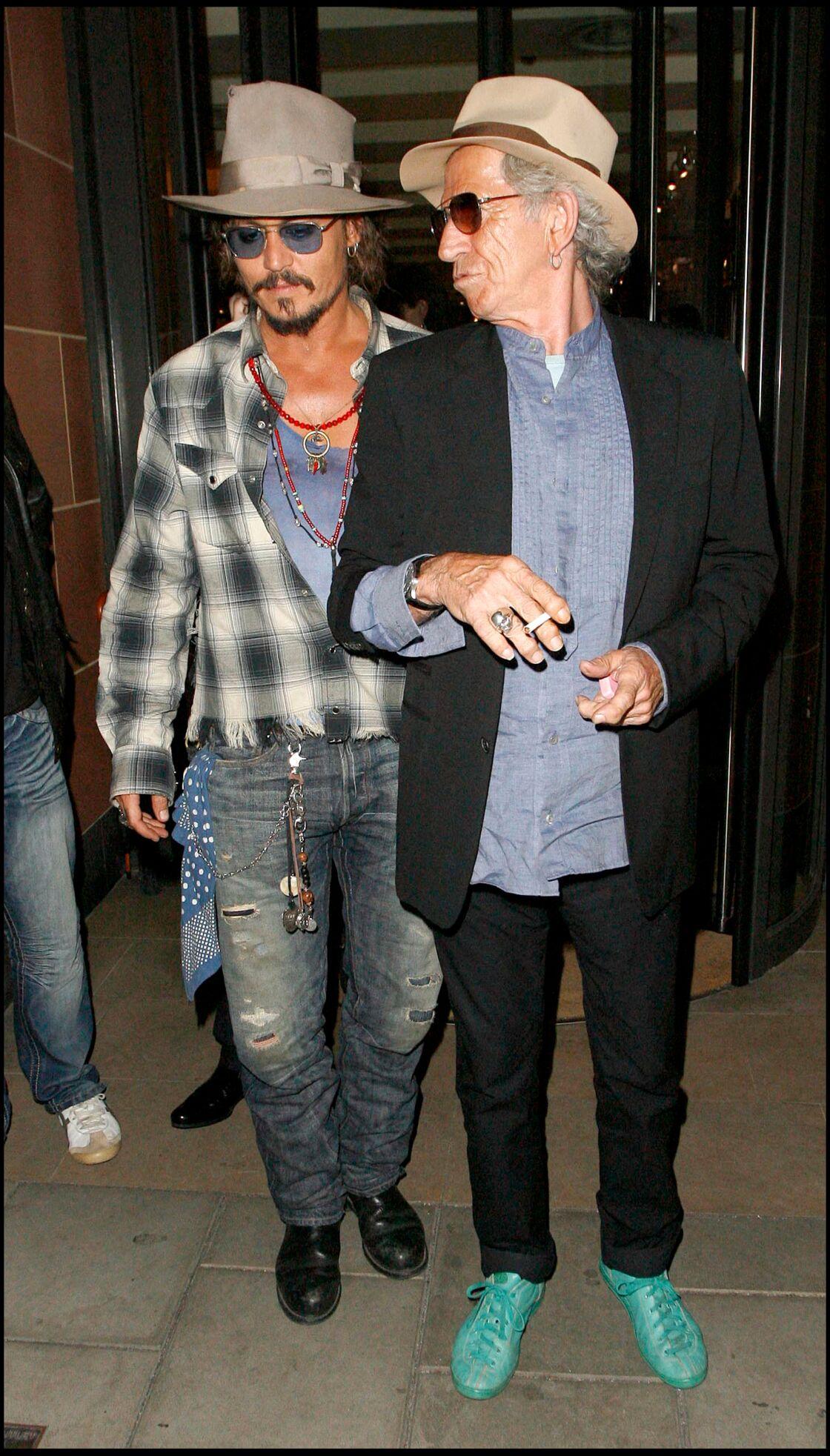 Johnny Depp et Keith Richards complices à Londres en 2010
