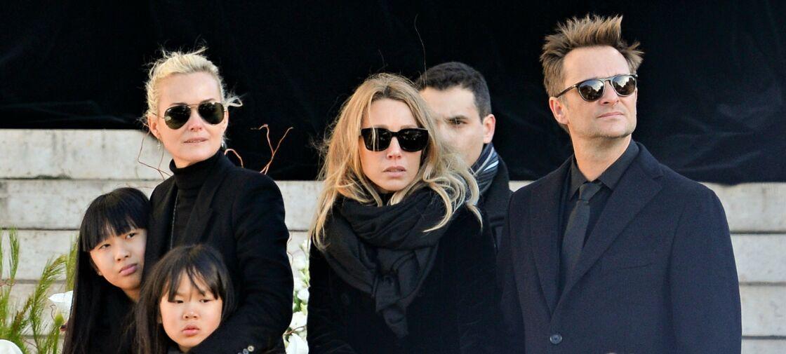 Jade, Laeticia et Joy Hallyday, aux côtés de Laura Smet et David Hallyday, lors des obsèques de Johnny à la Madeleine, à Paris, le 09 décembre 2017.