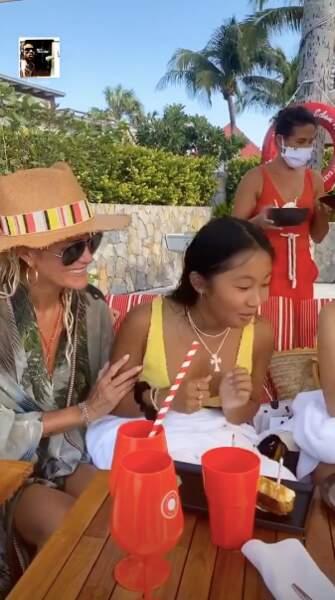 Jade Hallyday s'interroge alors pour savoir quel gâteau déguster en premier