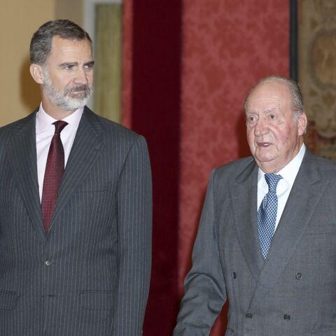 Exil de Juan Carlos pour soupçons de corruption: la réaction de son fils le roi Felipe VI