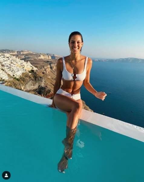 Iris Mittenaere a, elle aussi, craqué pour l'archipel des Cyclades