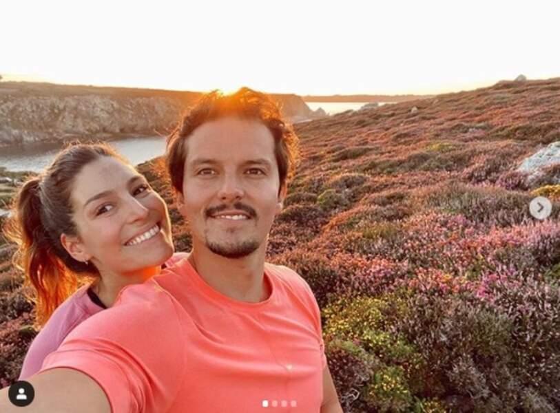 Pour ses vacances d'été, Laury Thilleman a d'abord mis le cap sur sa Bretagne natale avec son mari, Juan Arbelaez