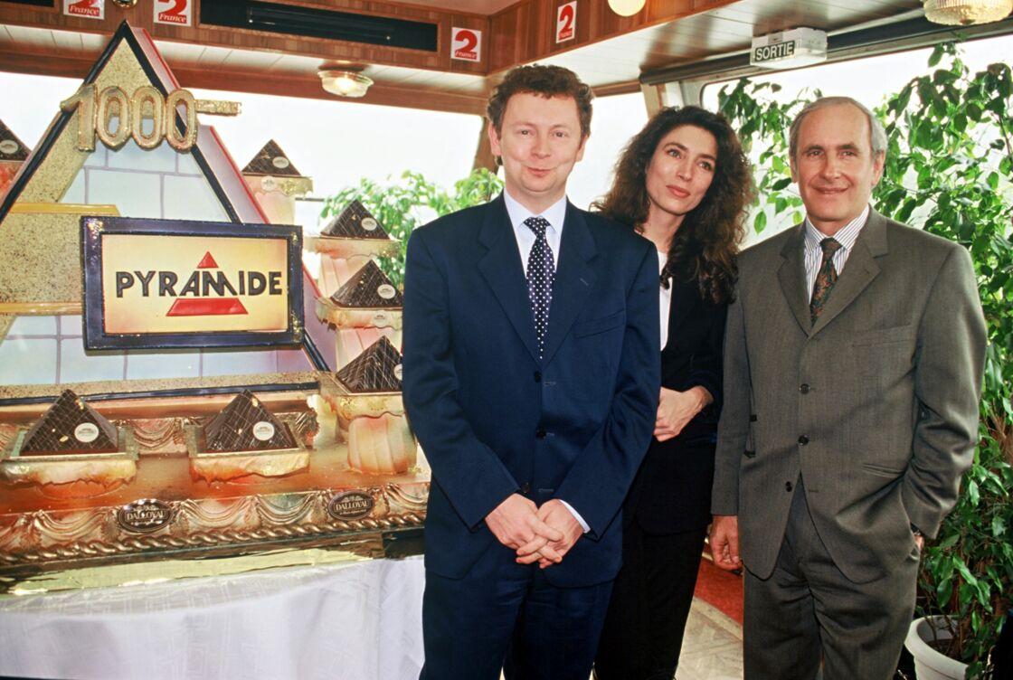 Laurent Broomhead, Marie-Ange Nardi et Patrice Laffont fêtent la 1000ème émission de Pyramide, le 4 avril 1995 à Paris.