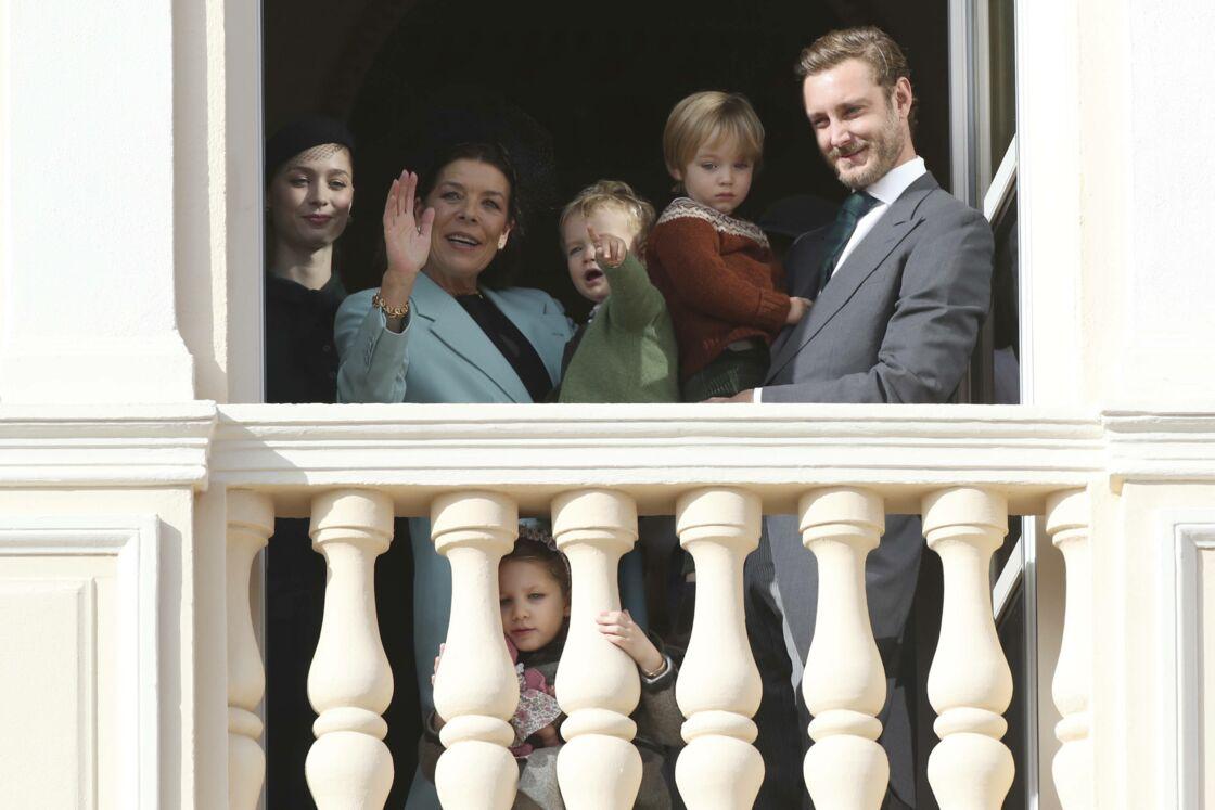 Beatrice Borromeo et Pierre Casiraghi, aux côtés de leurs deux fils, Stefano et Francesco, de Caroline de Monaco et de la petite India, fille d'Andrea Casiraghi.