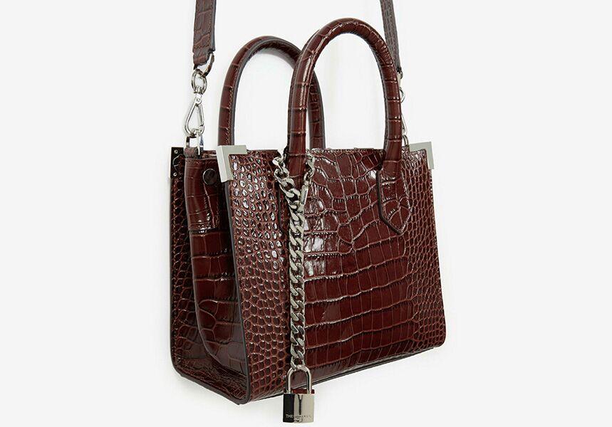 Un classique de la griffe, le sac Ming, fort de son design sobre et intemporel.