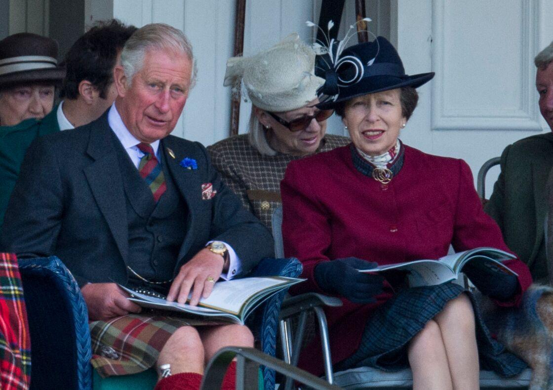 Le prince Charles et la princesse Anne aux jeux de Braemar, en Ecosse, le 2 septembre 2017