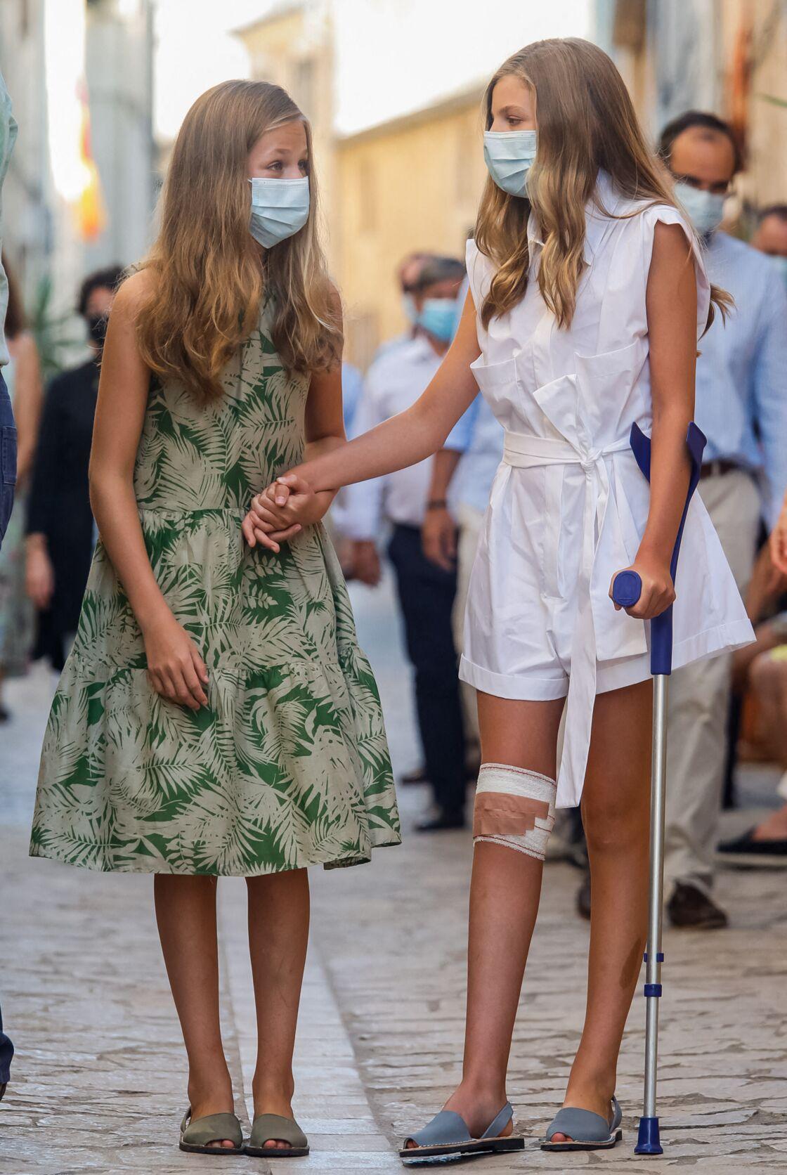 Très proche de sa soeur, Leonor d'Espagne a été d'un grand soutien pour sa soeur Sofia, ce lundi 10 août, lors de leur visite à Petra.