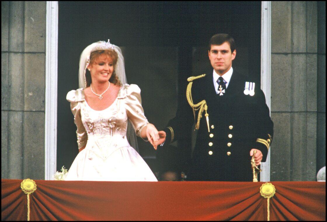 Entre Sarah et Andrew, le coup de foudre est immédiat. L'année suivante, elle devient duchesse d'York... et la belle-soeur de Diana