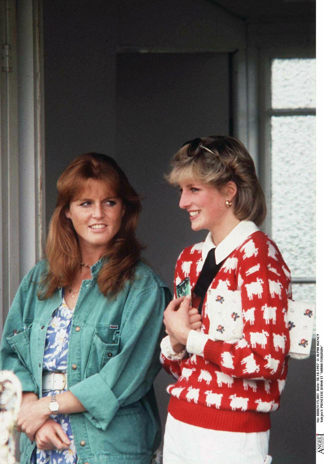Malgré leurs différends, Sarah Ferguson et Diana étaient inséparables (ci-dessus à un match de polo en 1983).
