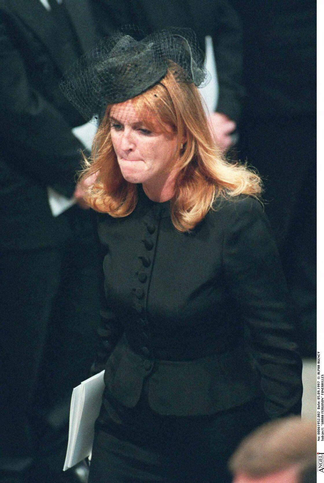 Bouleversée par la mort de Lady Di, disparue tragiquement en août 1997, Sarah ne parviendra jamais à l'oublier