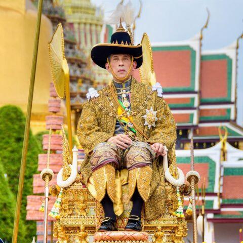 Le roi de Thaïlande célèbre l'anniversaire de sa mère entre fastes et paranoïa