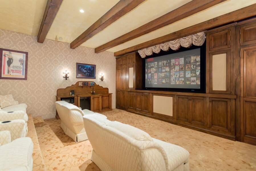 La sublime propriété du couple de Sussex possède également une salle de projection.