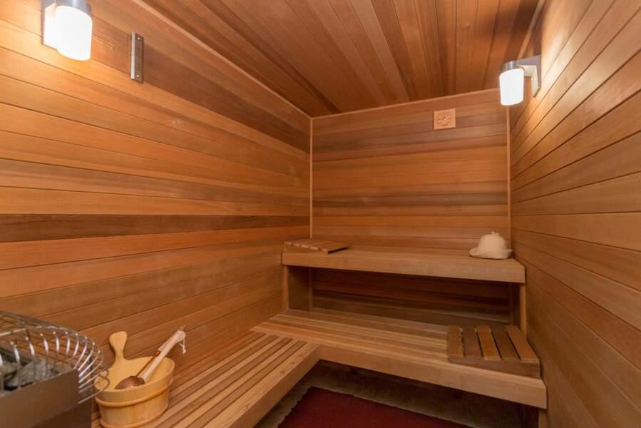 Un sauna, l'occasion pour Meghan Markle et le prince Harry de se détendre après une journée chargée.