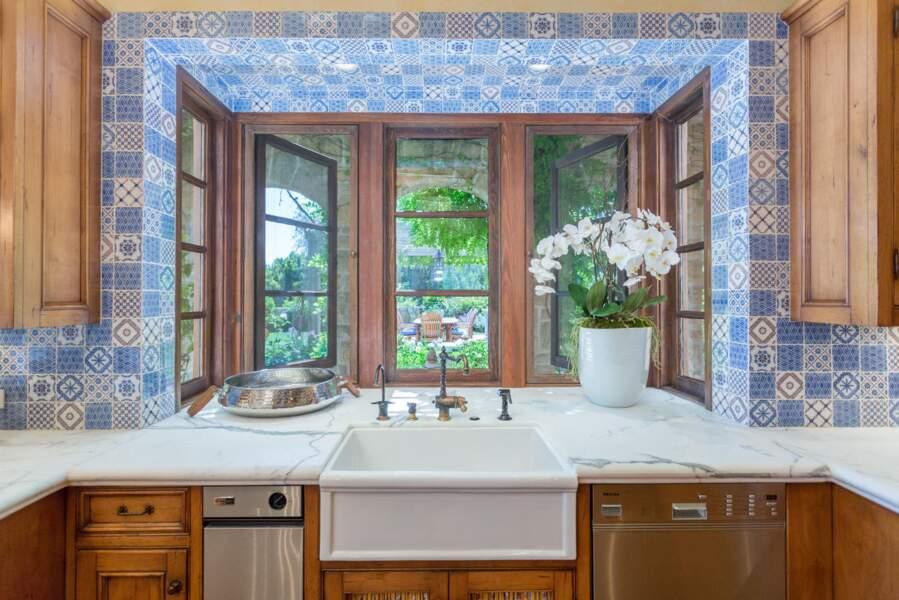 Une jolie cuisine tout en marbre et forcément toute équipée pour le couple de Sussex