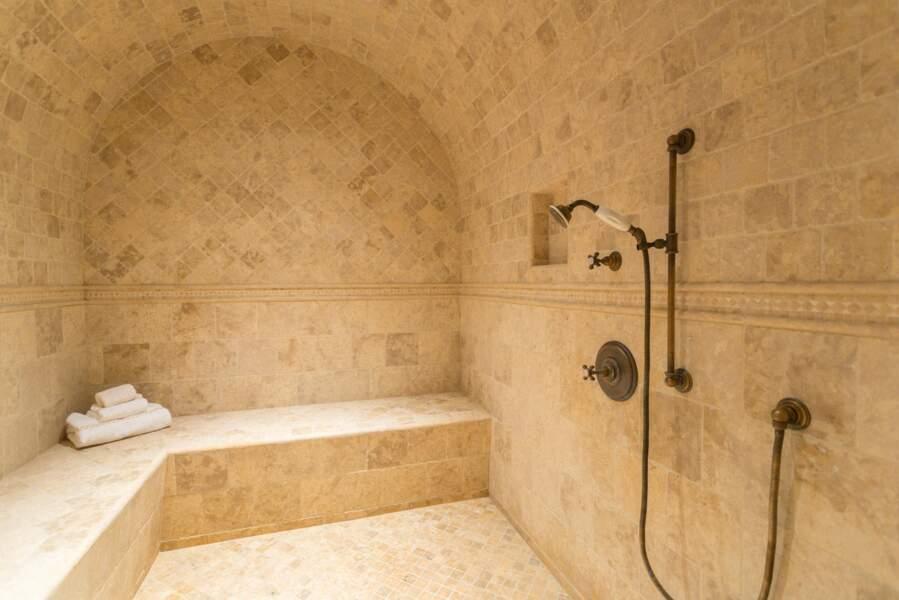 L'une des nombreuses salles d'eau que compte la nouvelle villa de Meghan Markle et Harry.
