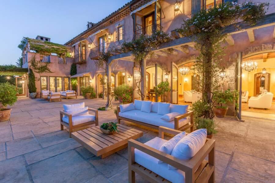 A la nuit tombée, la demeure de Meghan Markle et du prince Harry est tout autant éblouissante !