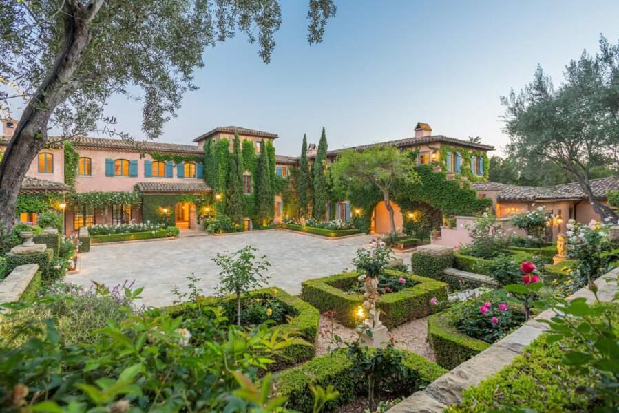 Meghan Markle et Harry, aidés financièrement par le prince Charles se sont offerts la villa de leurs rêves.