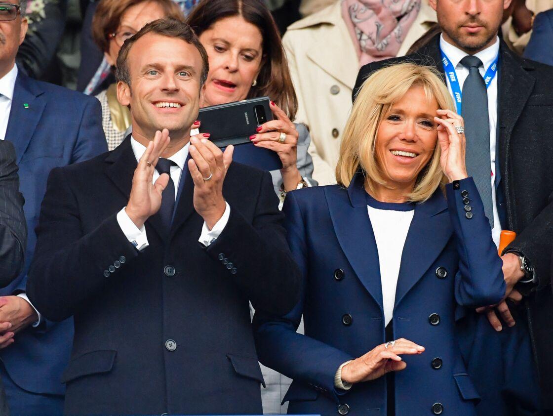 Le 18 août 2017, Brigitte Macron accordait sa première interview sans filtre au magazine Elle. Entretien durant lequel elle répondait notamment aux interrogations sur son couple, souvent critiqué, avec Emmanuel Macron