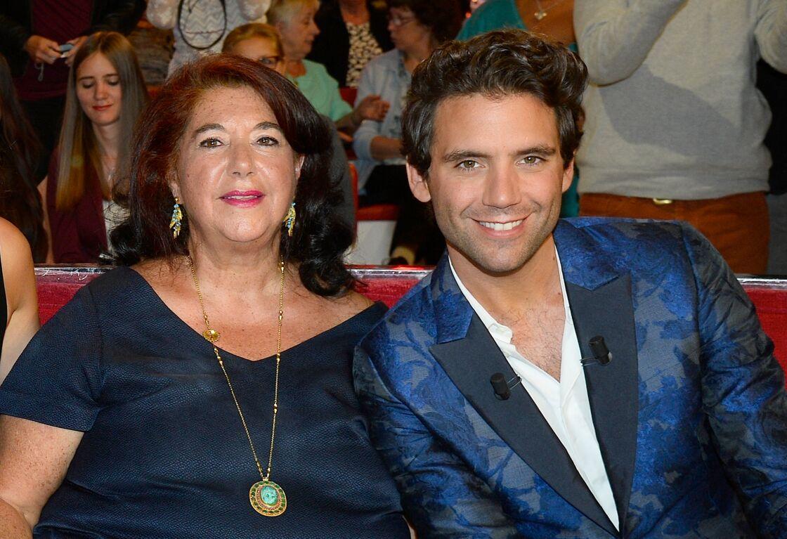 Mika et sa mère sur le plateau de Vivement Dimanche, le 9 septembre 2015