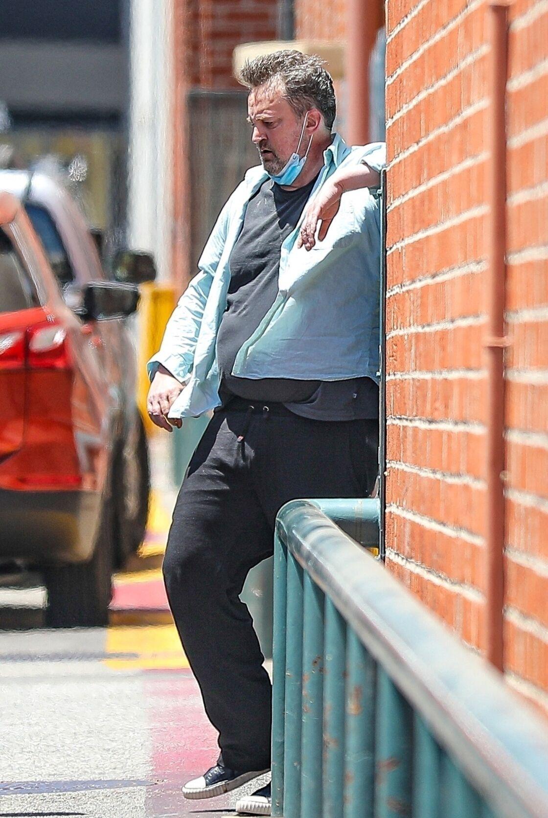 Matthew Perry, ayant du mal à se déplacer, le 29 juin 2020