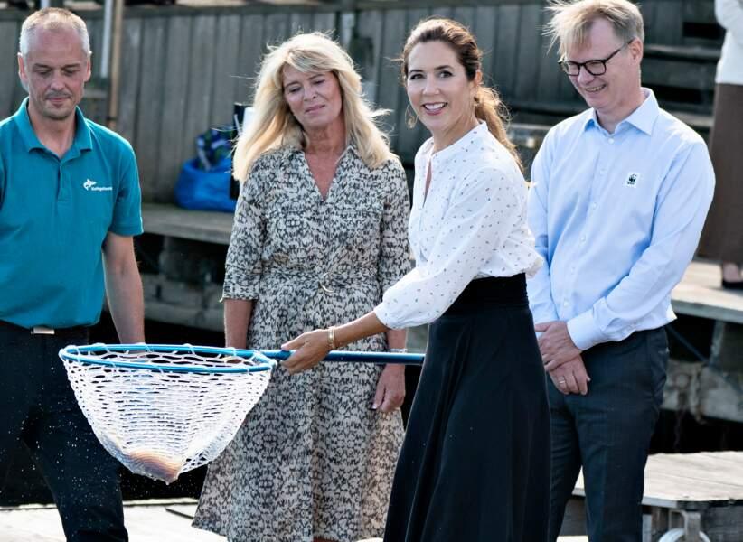 Ne se rendant visiblement pas compte de ses erreurs, Mary de Danemark est apparue très souriante lors de cette visite