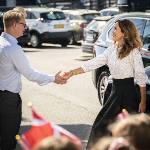 PHOTOS – Mary de Danemark oublie les gestes barrières: elle fait son mea culpa