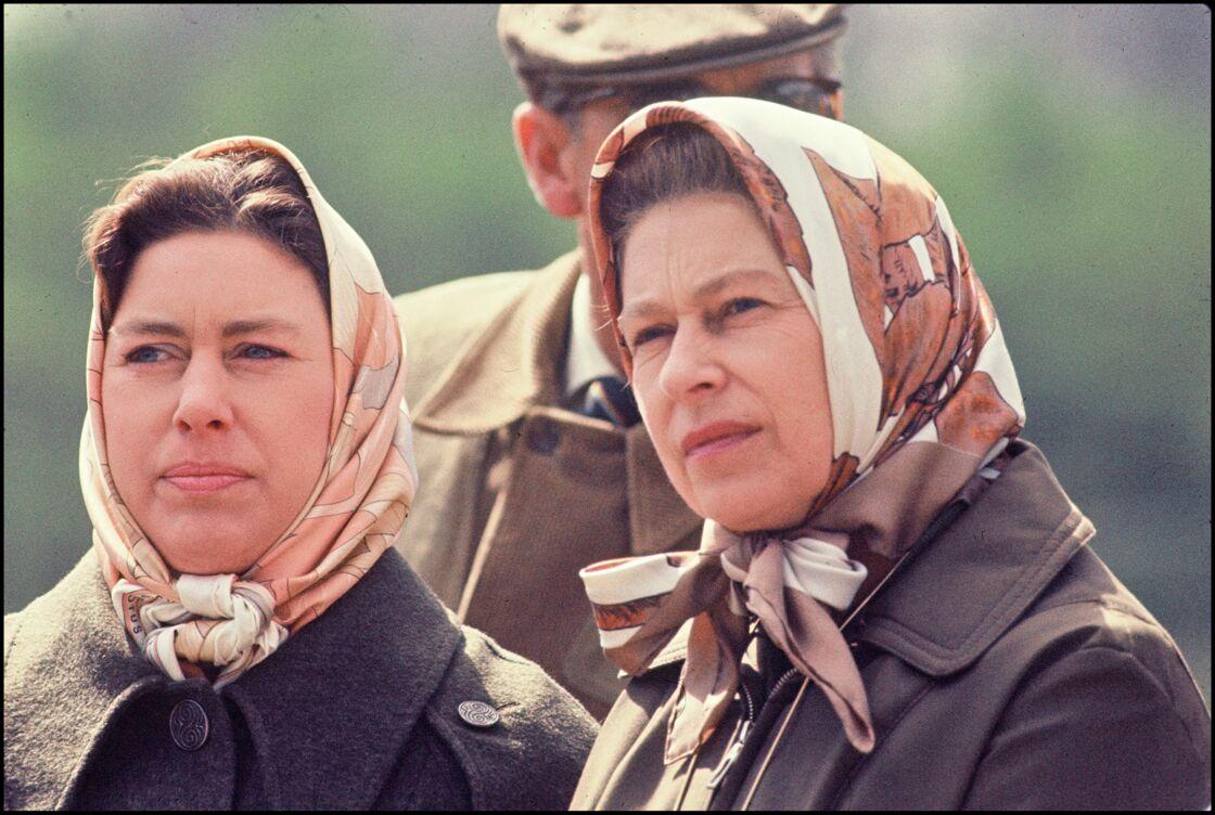 Contrairement à sa sœur, Sa Majesté Elizabeth II, la princesse Margaret multipliait les excès en tout genre, grande figure du Swinging London des années 1960