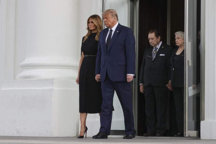 Melania et Donald Trump sortant du service funéraire à la Maison-Blanche le 21 août 2020