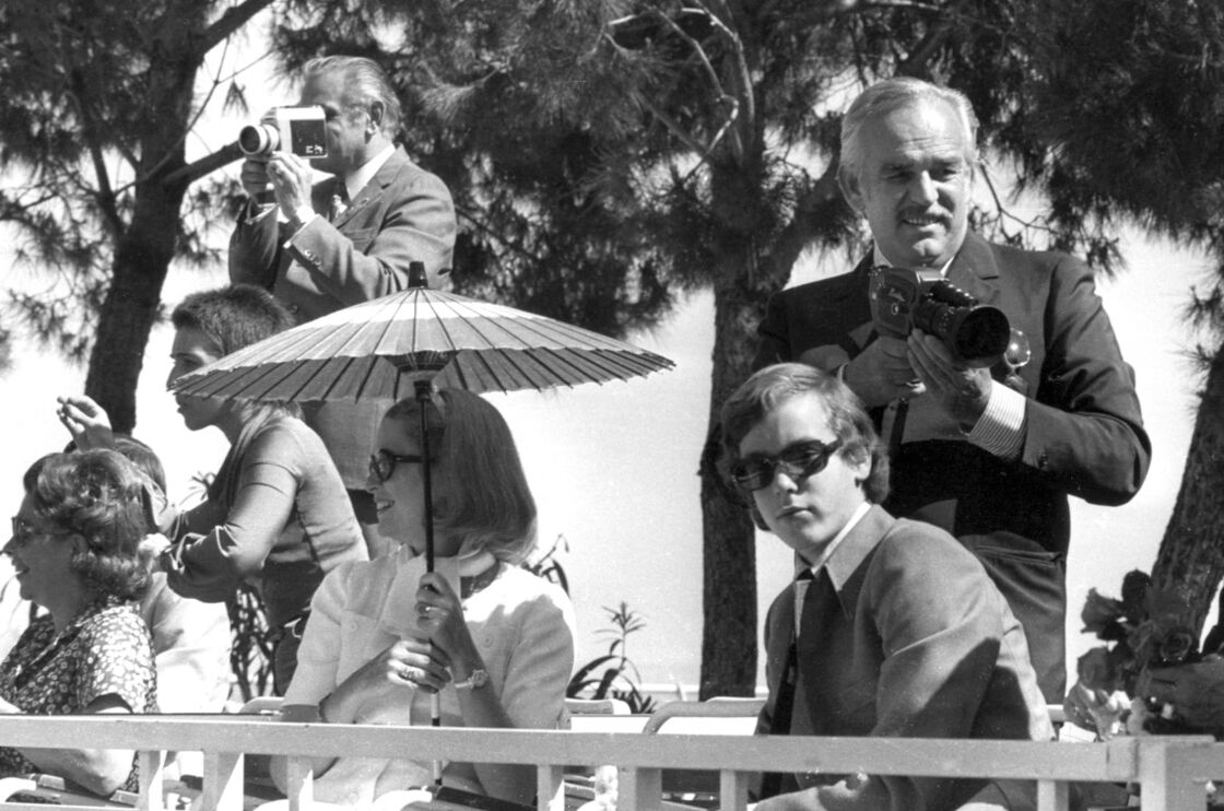 Le prince Rainier, Grace Kelly et Albert de Monaco, en janvier 1973.