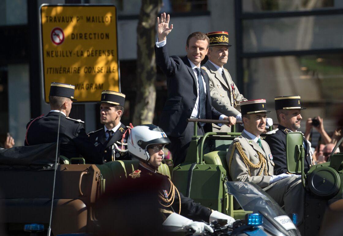 Emmanuel Macron et le chef d'état-major des armées Pierre de Villiers, sur les Champs-Elysées le 14 juillet 2017.