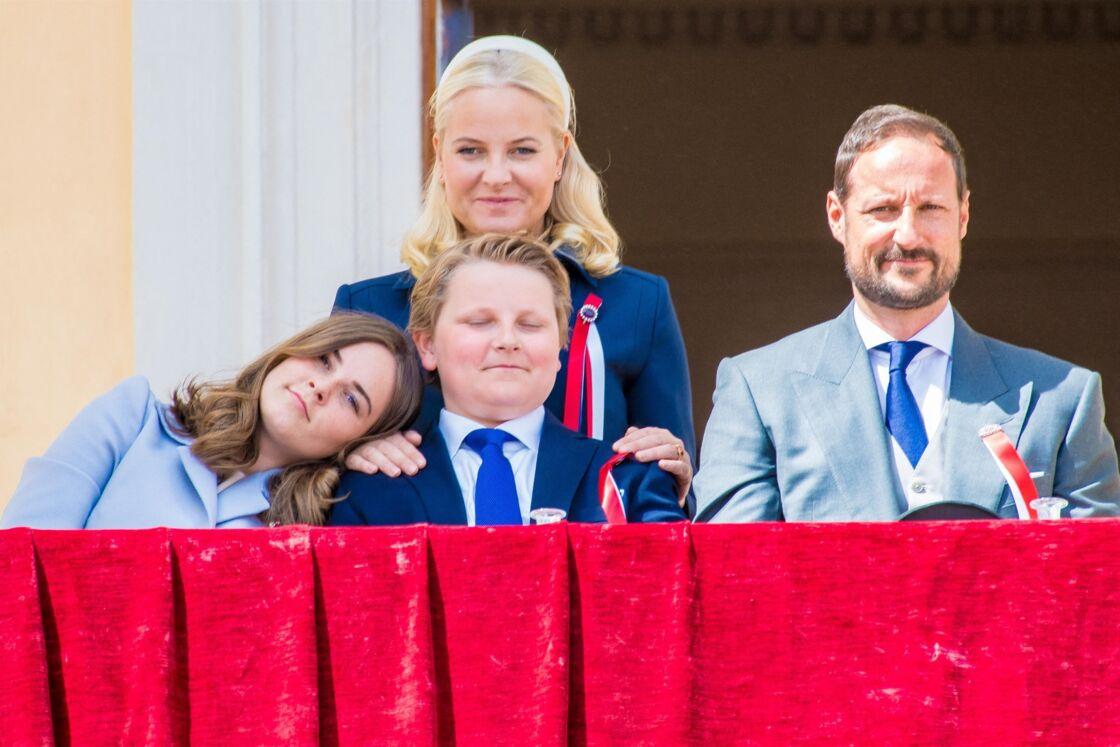 La princesse Ingrid, le prince Sverre, Mette-Marit et le prince Haakon, à Oslo, le 17 mai 2019.