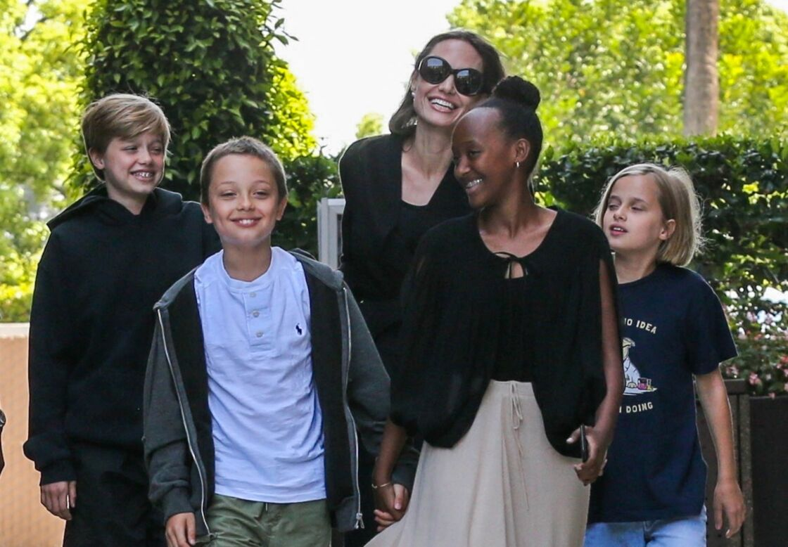 Angelina Jolie et quatre ses enfants : Vivienne, Zahara, Knox et Shiloh.