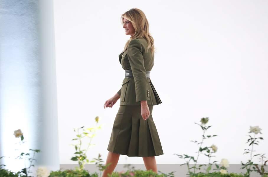Melania Trump maîtrise les codes de la mode et se sert souvent de ses vêtements pour faire passer des messages comme ce 25 août 2020.