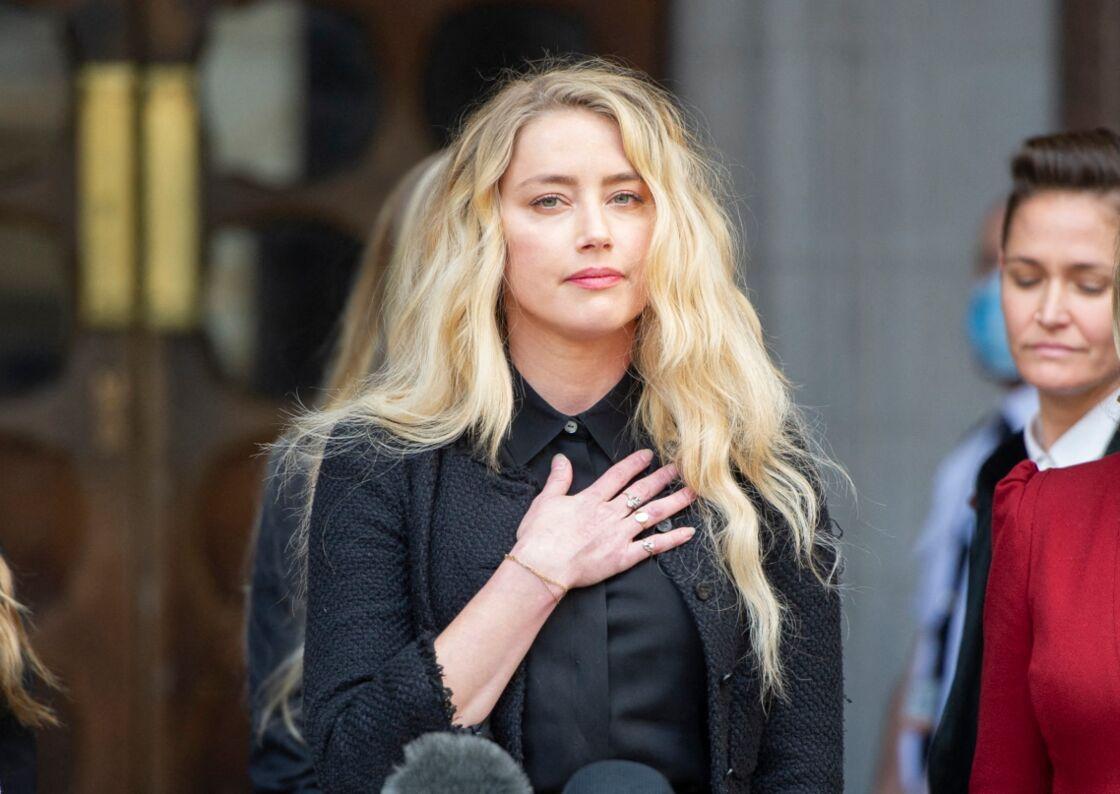 Amber Heard, à la sortie du procès en diffamation de Johnny Depp contre The Sun à Londres, le 28 juillet 2020.