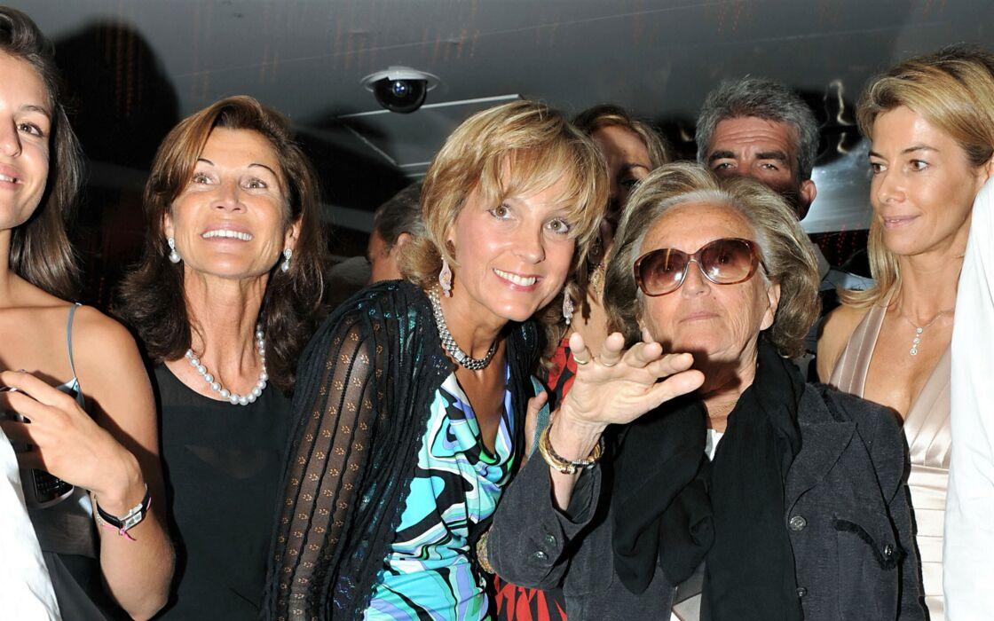 Bernadette Chirac arrive au VIP Room de Saint-Tropez, le 12 août 2009.