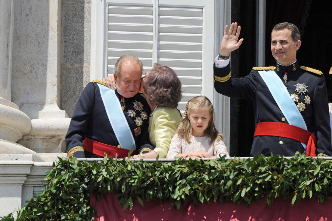 Le 19 juin 2014, alors que leur fils Felipe est proclamé nouveau roi d'Espagne, Sofia mesure la peine de Juan Carlos forcé à l'abdication, malgré ses nombreuses trahisons.