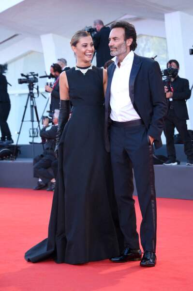 Anthony Delon et Sveva Alviti particulièrement souriant entre deux rires.