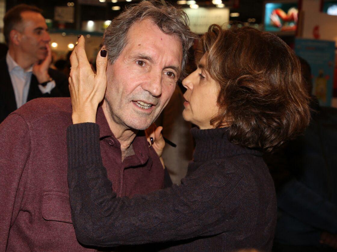 Jean-Jacques Bourdin et sa femme Anne Nivat lors du salon du livre de Paris le 17 Mars 2018 à la Porte de Versailles de Paris.