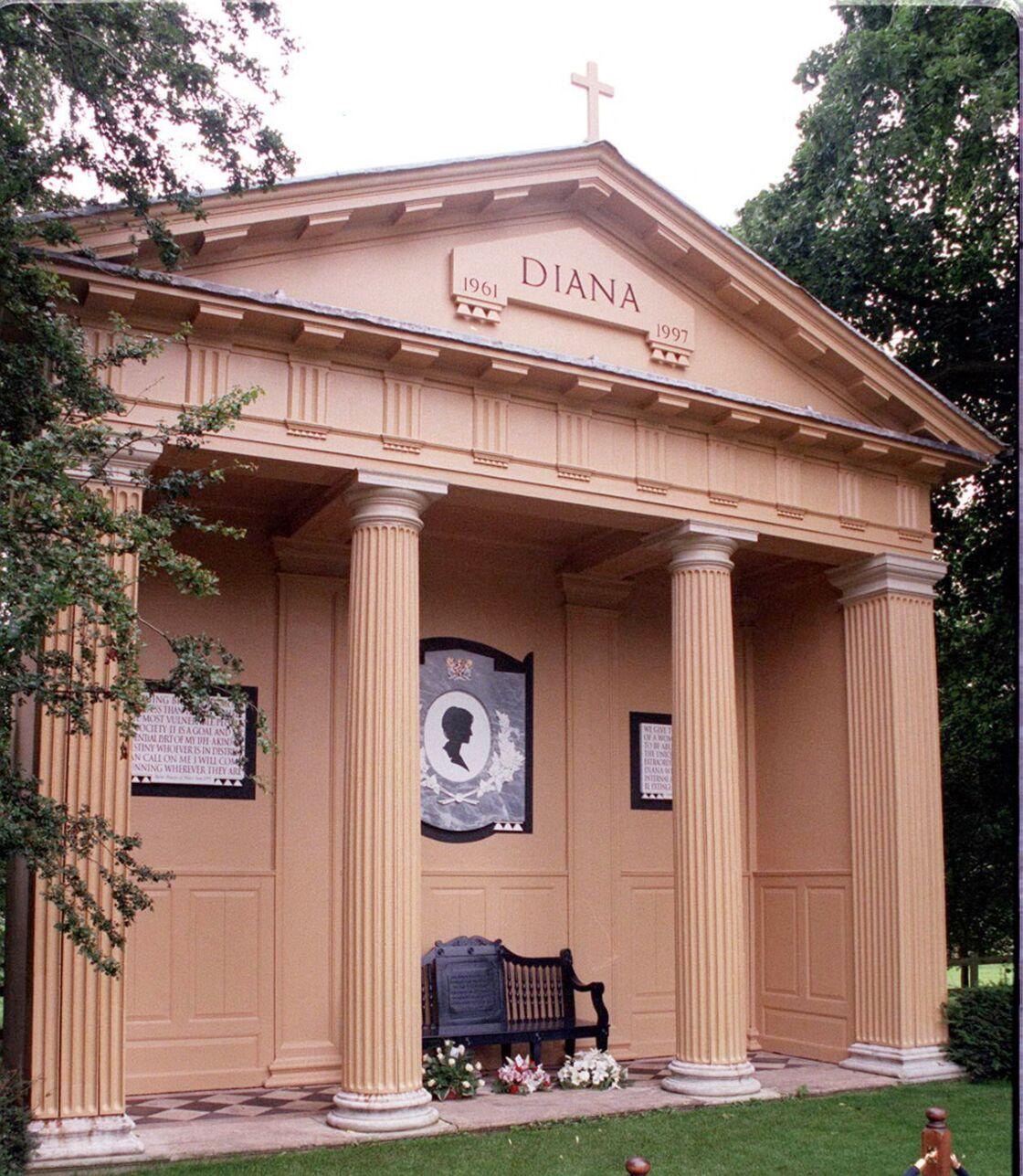 La sépulture de Lady Diana Spencer, sur ledomaine d'Althorp dans le Northamptonshire.