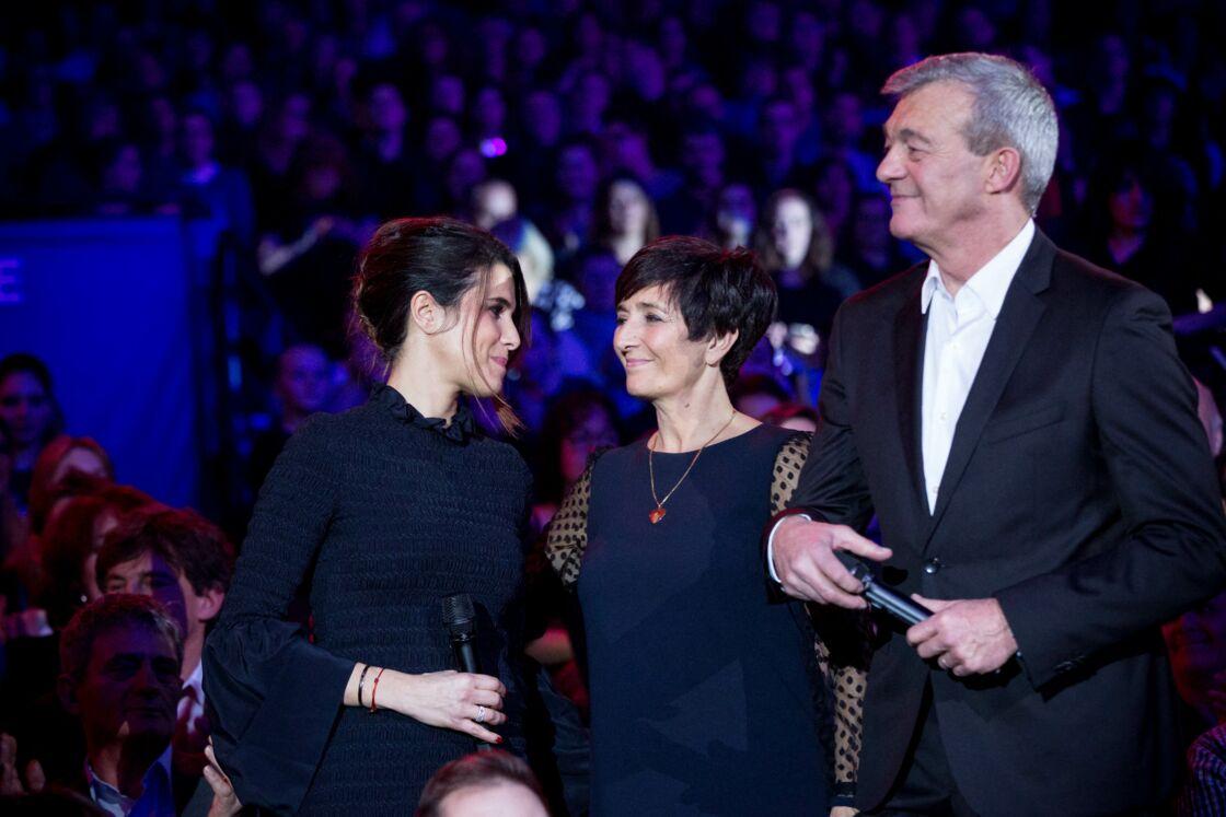 Karine Ferri, aux côtés de Laurence et Pierre Lemarchal pour l'émission hommage